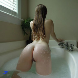 In The Bath - Nude Girls, Shaved, Firm Ass, GF