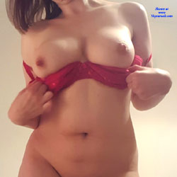 Showing Off - Nude Girls, Big Tits, Amateur