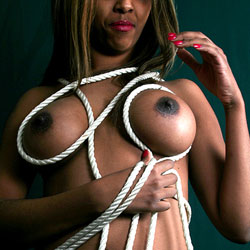Ropes On Her Body - Nude Girls, Big Tits, Ebony