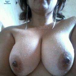 Horas Extras en el Aeropuerto - Big Tits, Brunette, Amateur