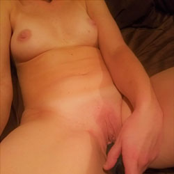 Shy Wife - Nude Wives, Shaved, Amateur