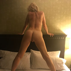 Showing Off - Wife/Wives, Amateur, Firm Ass