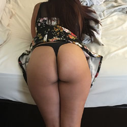 Ass Show - Wife/Wives, Shaved, Amateur, Firm Ass
