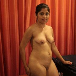 Show Nude - Nude Wives, Big Tits, Brunette, Amateur