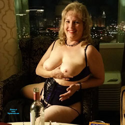 Vegas GILF - Wives In Lingerie, Big Tits, Bush Or Hairy, Amateur, Mature