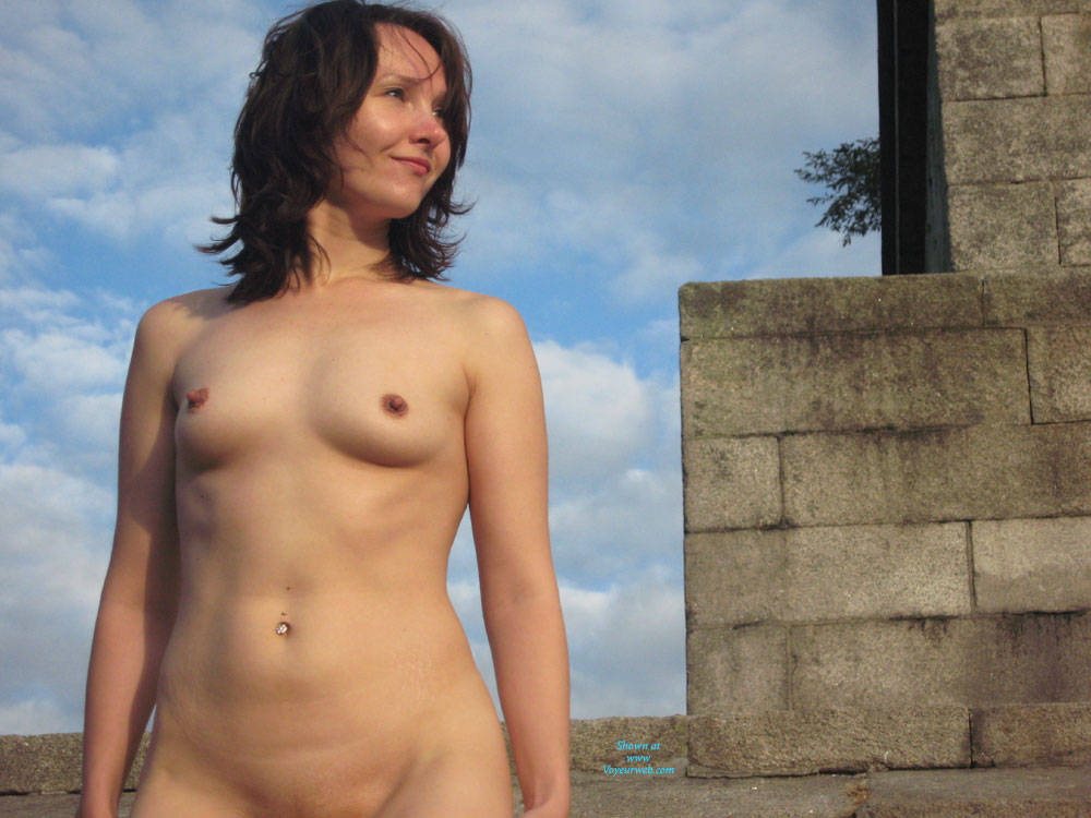 Something Statuesque naked brunette for that