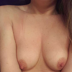 Home Alone - Nude Girls, Amateur