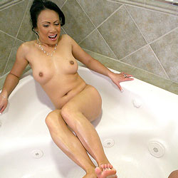 Foot Bath - Nude Girls, Big Tits, Brunette