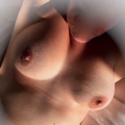 Wife Posing - Topless Wives, Big Tits, Amateur