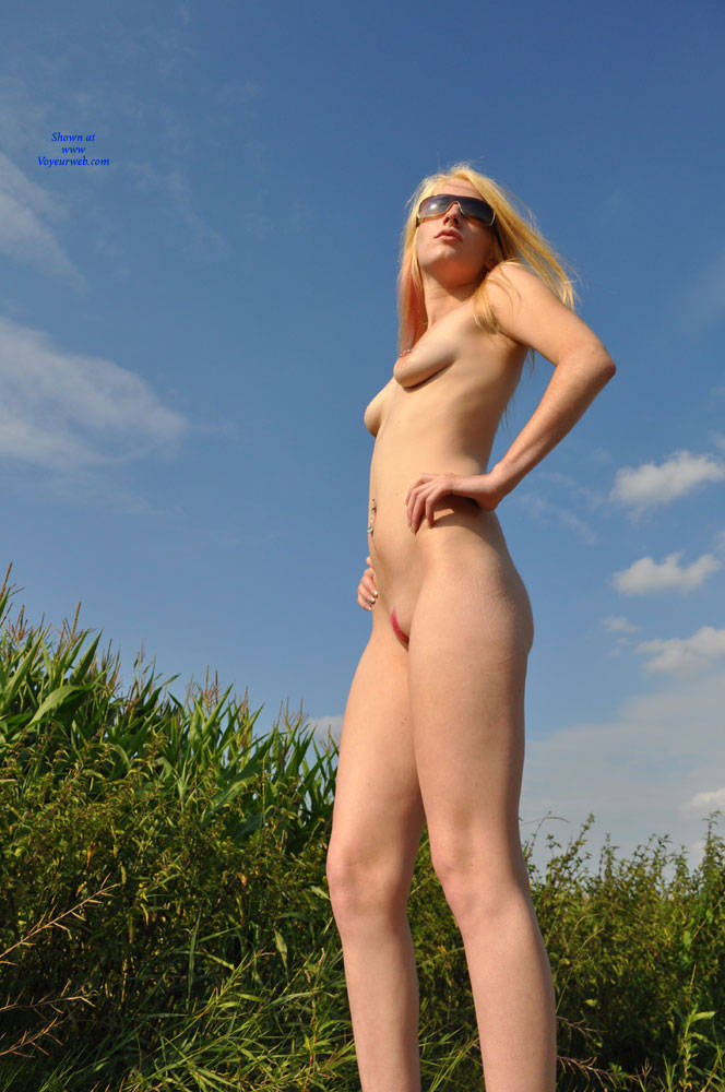 Pic #1 Pink Paint - Nude Girls, Blonde, Outdoors