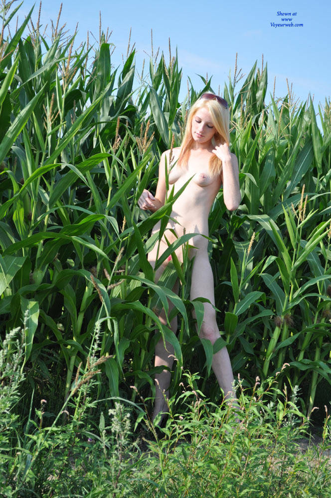 Pic #6 Pink Paint - Nude Girls, Blonde, Outdoors