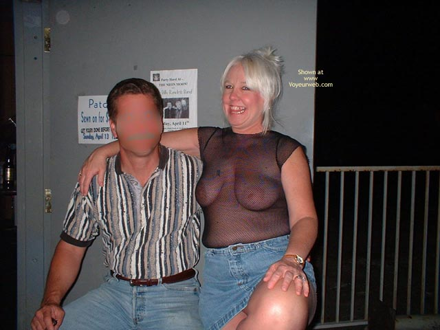 Pic #4 - Tammy Having Fun With Male Friends