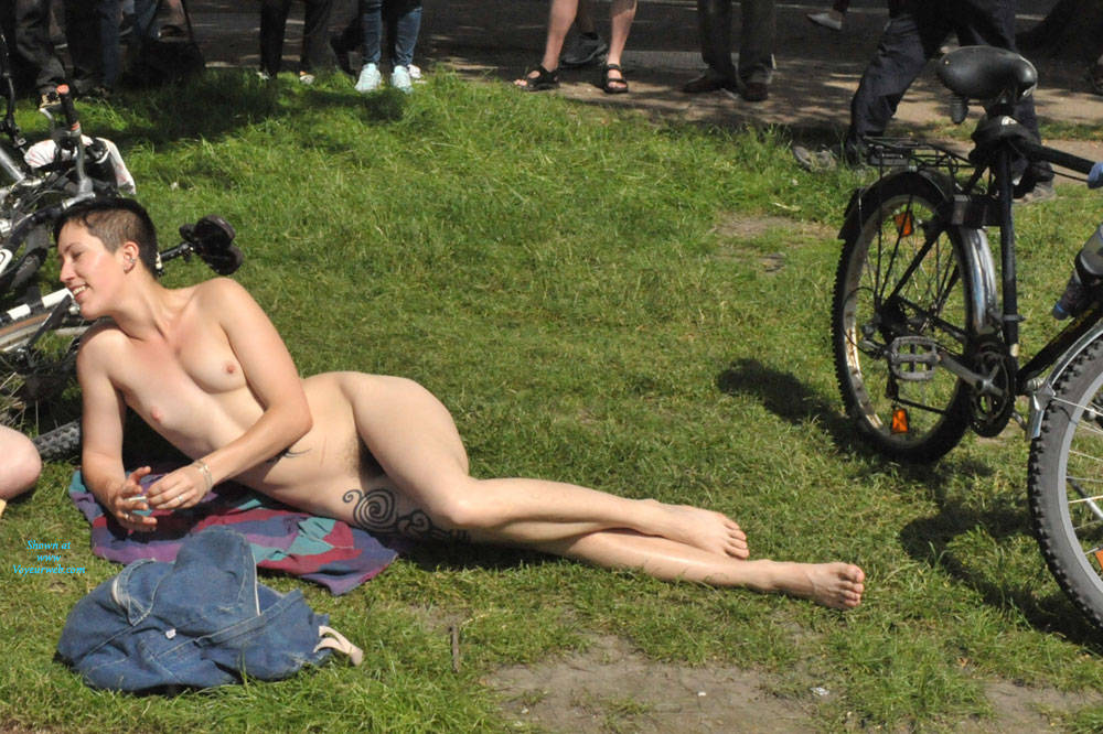 Pic #6 World Naked Bike Ride London 2 - Nude Girls, Big Tits, Public Exhibitionist, Outdoors, Public Place, Bush Or Hairy