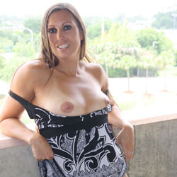 Susan On The Town - Nude Girls, Big Tits, Brunette, Outdoors, Shaved, Amateur