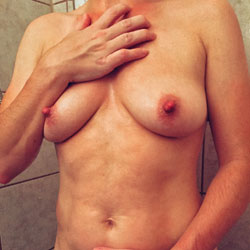 Shower Power - Nude Girls, Big Tits, Bush Or Hairy, Amateur