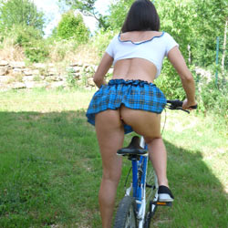 Promenade En Velo - Big Tits, Brunette, Outdoors, Amateur