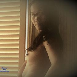 Window - Topless Girls, Brunette, Amateur