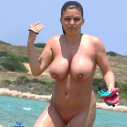 Big Naturals On The Beach - Nude Girls, Big Tits, Brunette, Outdoors, Shaved, Beach Voyeur, Natural Tits