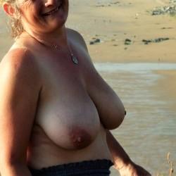 Very large tits of my girlfriend - Fun-girl