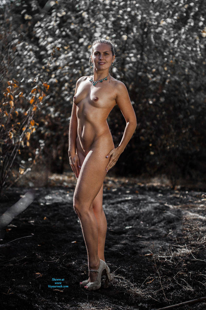 Pic #4 Ashes - Nude Girls, High Heels Amateurs, Outdoors