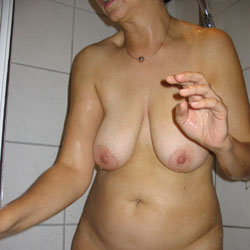 Shower - Nude Girls, Big Tits, Bush Or Hairy, Amateur