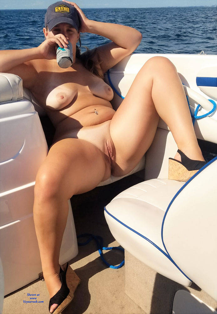 boating-chicks-nude