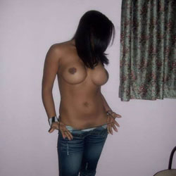 Latina Hot - Topless Girls, Big Tits, Brunette, Amateur