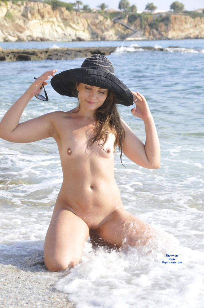 Pic #6 Sun And Sea - Nude Girls, Beach, Outdoors, Small Tits, Amateur