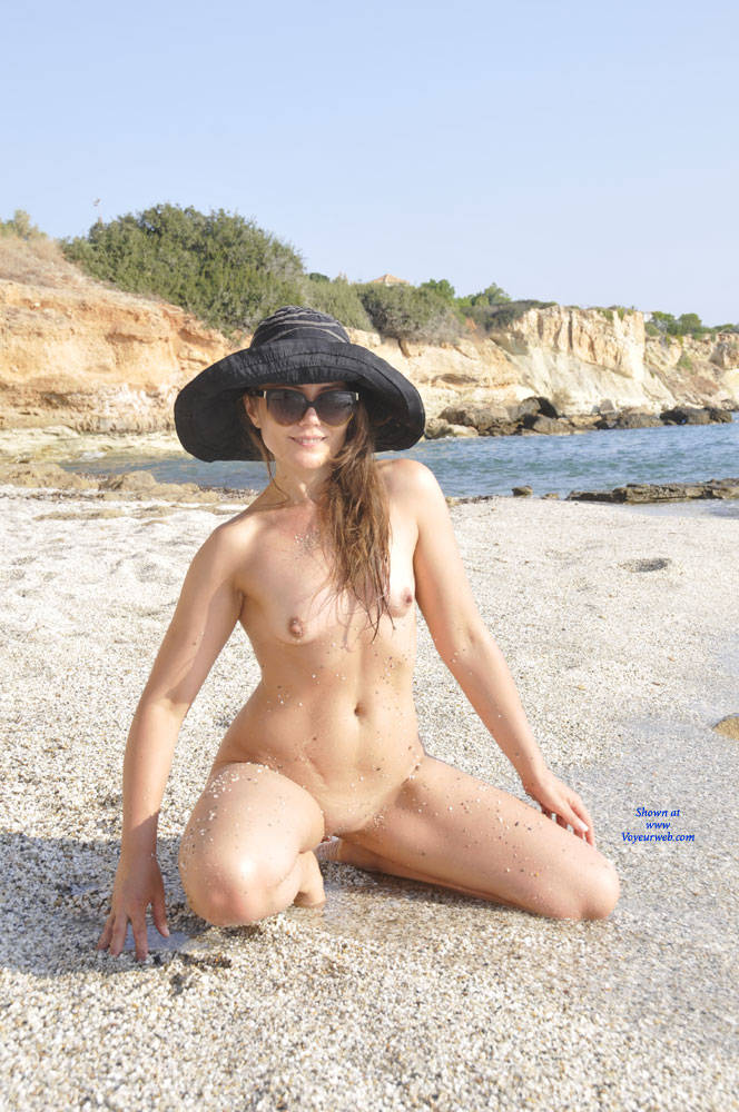 Pic #8 Sun And Sea - Nude Girls, Beach, Outdoors, Small Tits, Amateur