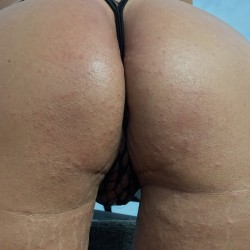 My wife's ass - Beach girl