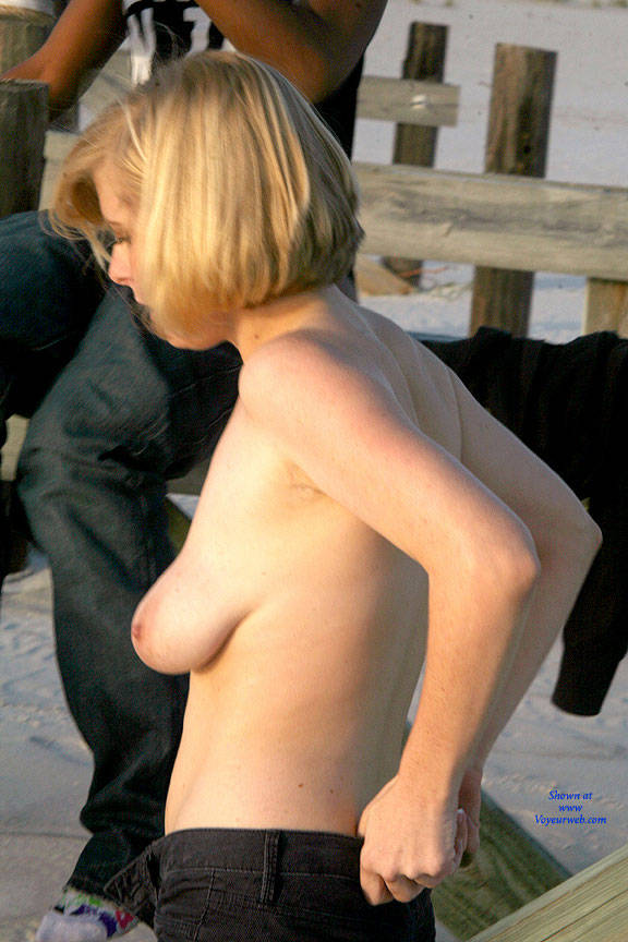 Pic #9 Dressing On The Beach - Nude Girls, Big Tits, Outdoors, Shaved, Beach Voyeur