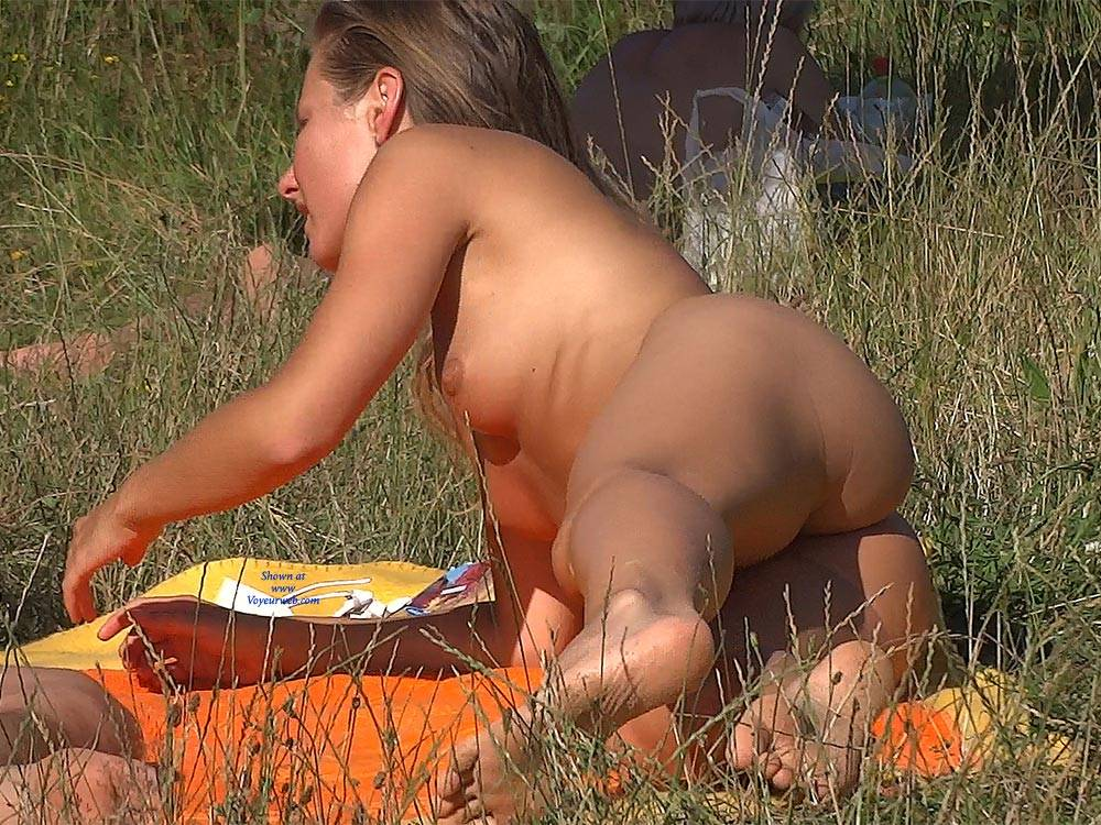 Pic #6 Beauty In The Grass - Nude Girls, Outdoors, Shaved, Beach Voyeur, Brunette