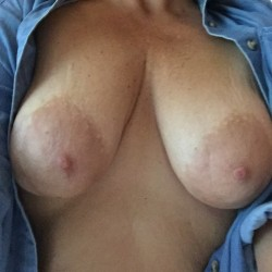 Medium tits of a neighbor - Cattivo