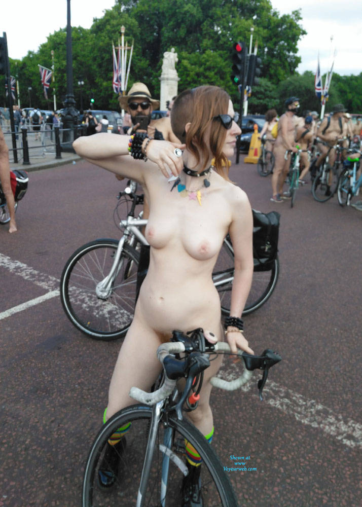 Pic #5 Punk Girl - Nude Girls, Public Exhibitionist, Outdoors, Public Place