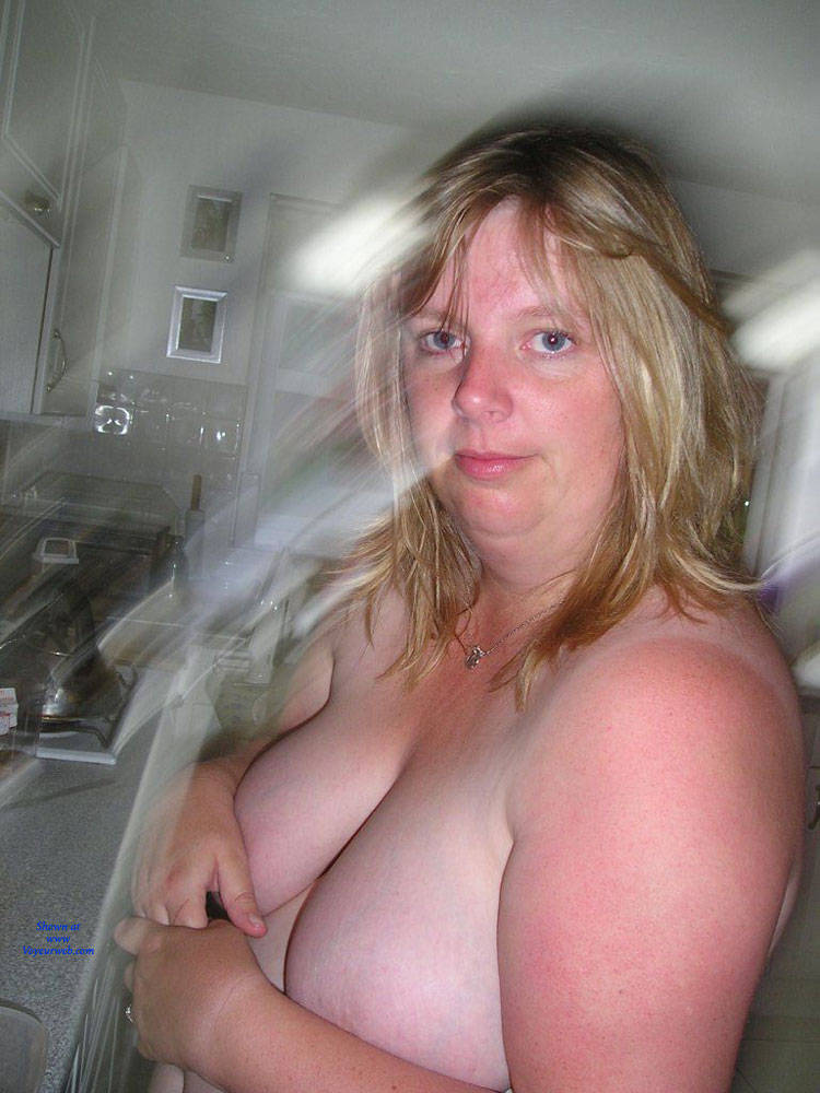 Pic #2 Fiona Loves To Pose - Nude Amateurs, Bbw, Big Tits