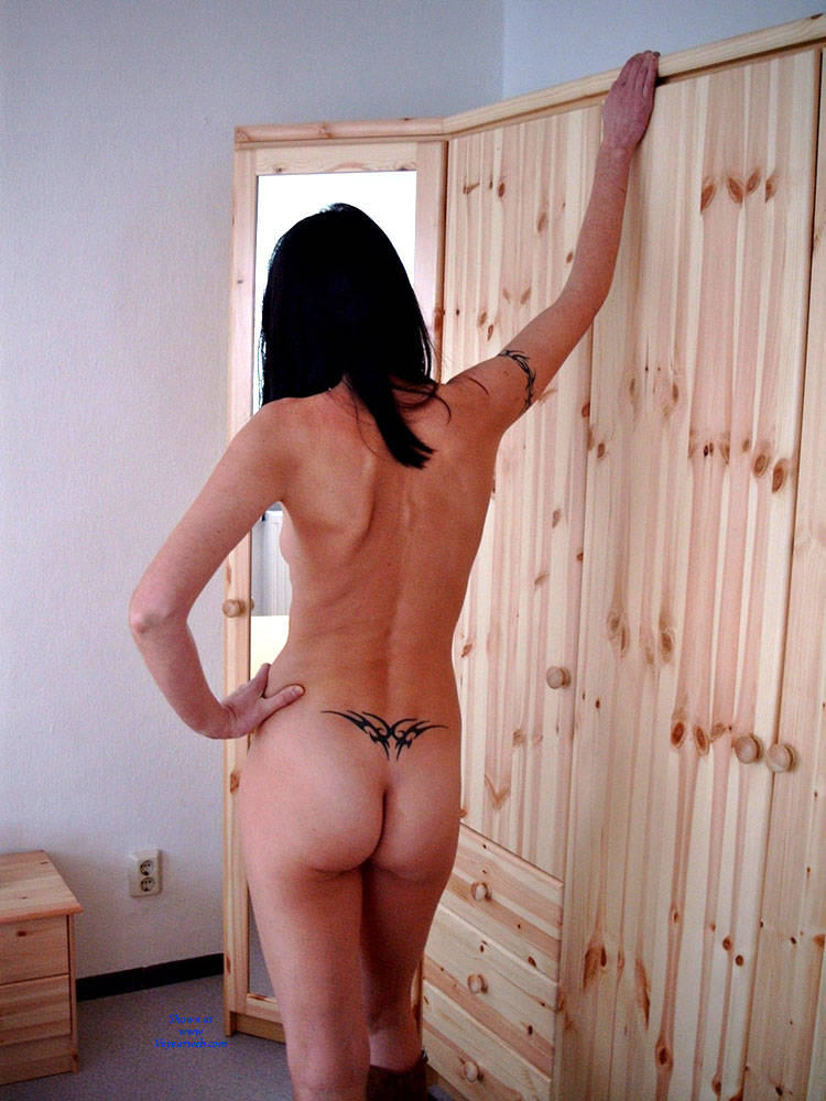 Pic #8 Ane P. - Bedroom Shot III - Nude Girls, Brunette, Amateur