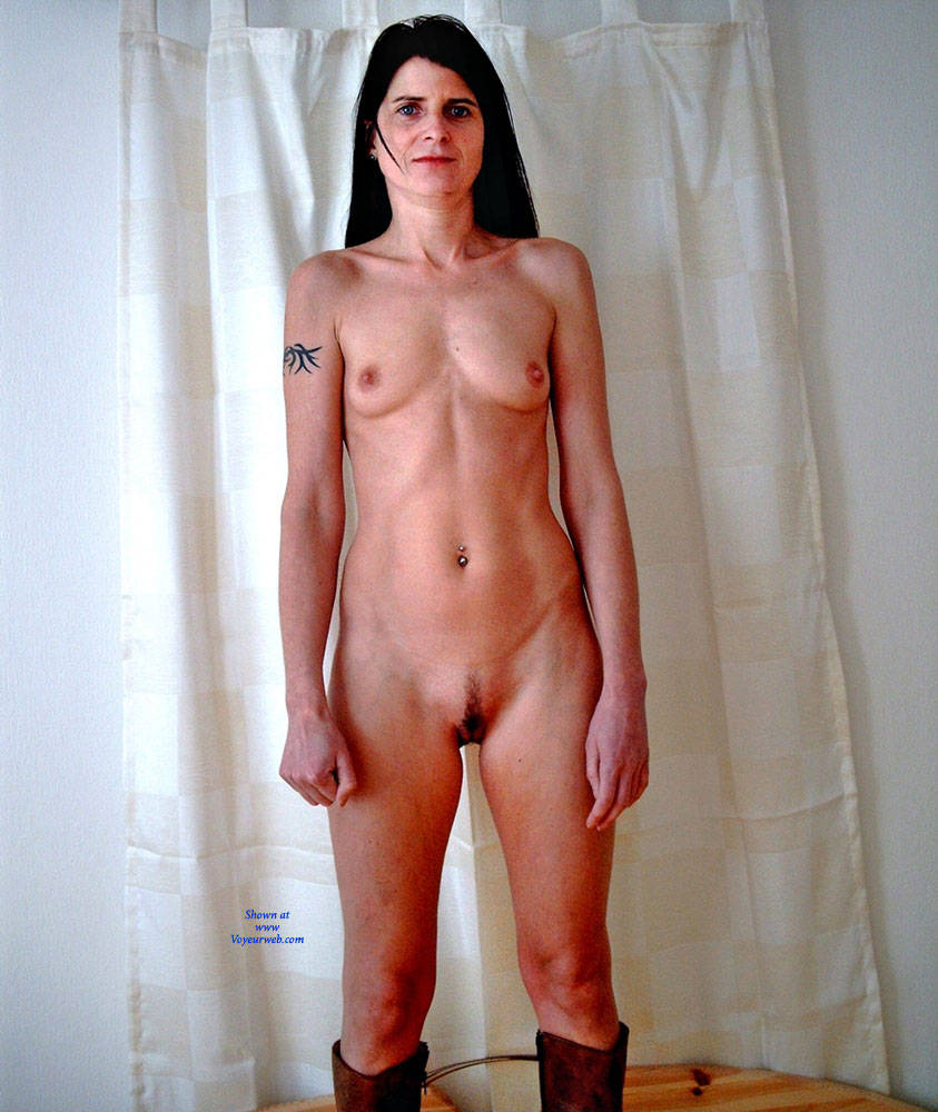 Pic #10 Ane P. - Bedroom Shot III - Nude Girls, Brunette, Amateur