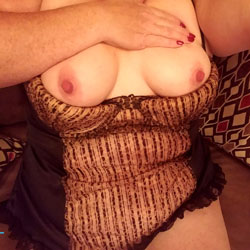 Too hot - Big Tits, Amateur
