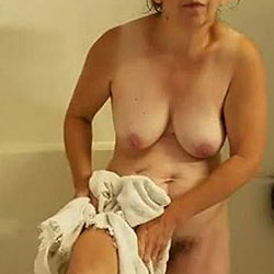 Surprised Annie In The Shower - Nude Amateurs, Big Tits, Bush Or Hairy