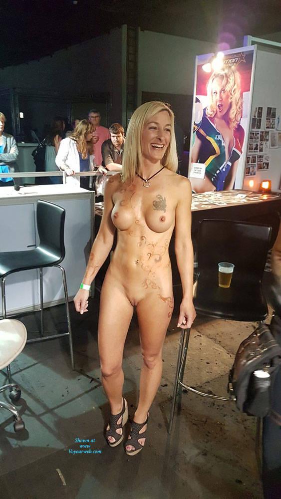 Sexpo show girl nude