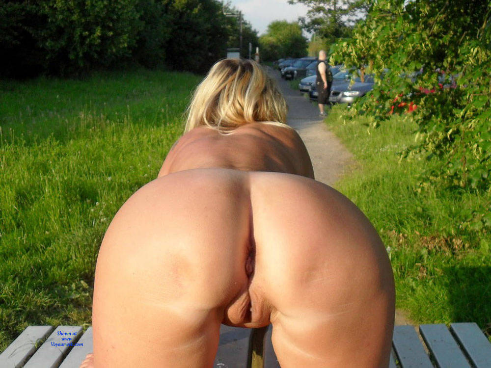 Pic #9 Regina Aus Halver Total Nackt an der Autobahn - Nude Girls, Big Tits, Blonde, Public Exhibitionist, Flashing, Outdoors, Public Place, Shaved, Tattoos
