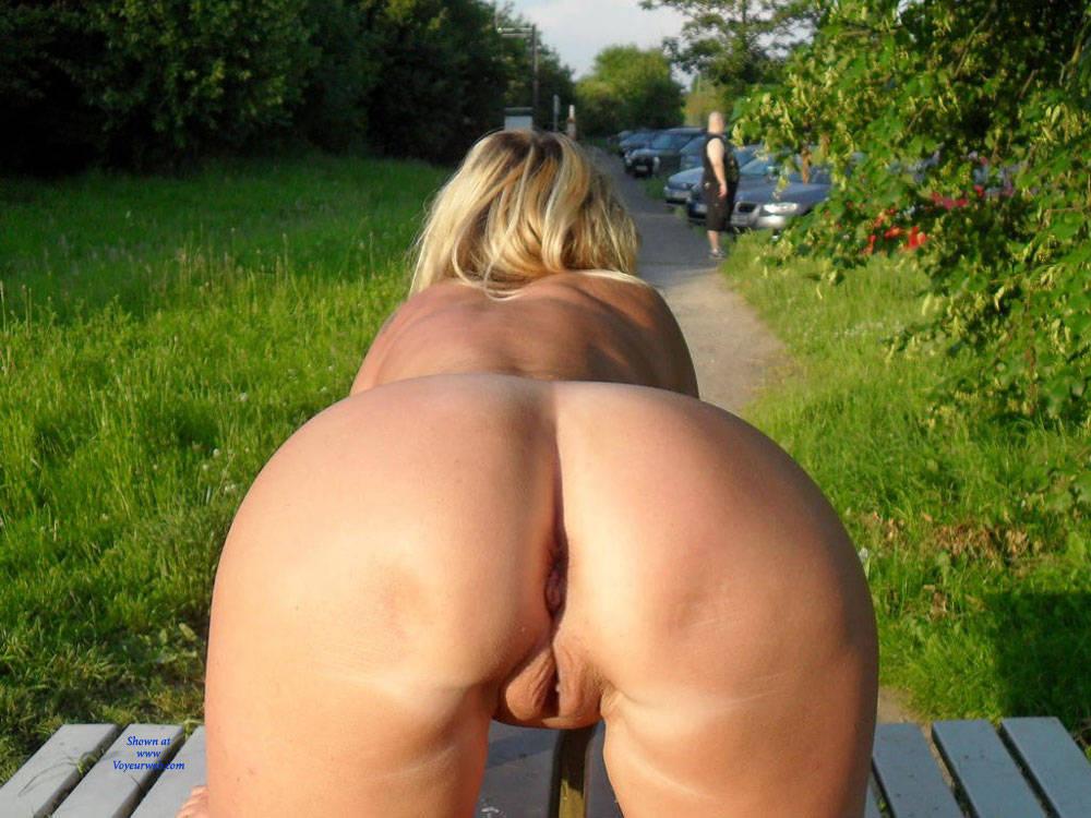 Pic #9 Regina Aus Halver Total Nackt an der Autobahn - Nude Girls, Big Tits, Blonde, Public Exhibitionist, Flashing, Outdoors, Public Place, Shaved, Tattoos