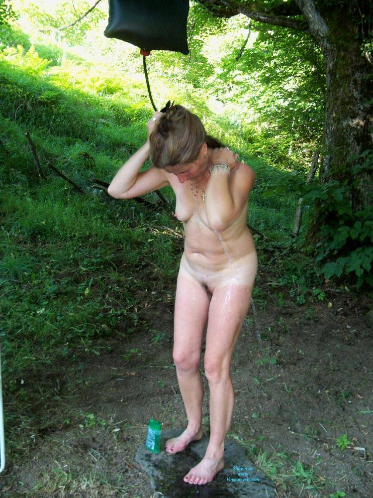girls Amateur outdoors nude