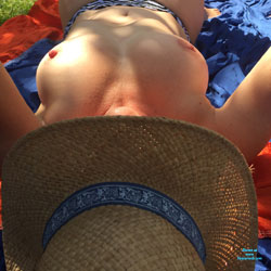 Au Jardin - Nude Girls, Big Tits, Outdoors, Amateur