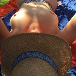 Au Jardin - Nude Girls, Big Tits, Outdoors, Amateur