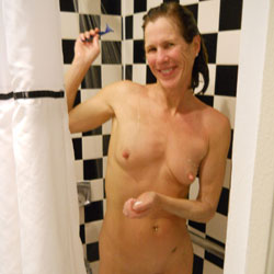 Long Legged Wife Shower - Nude Wives, Brunette, Big Nipples, Amateur