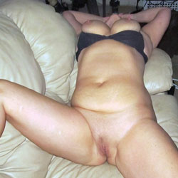 Milf Spread - Big Tits, Shaved, Amateur