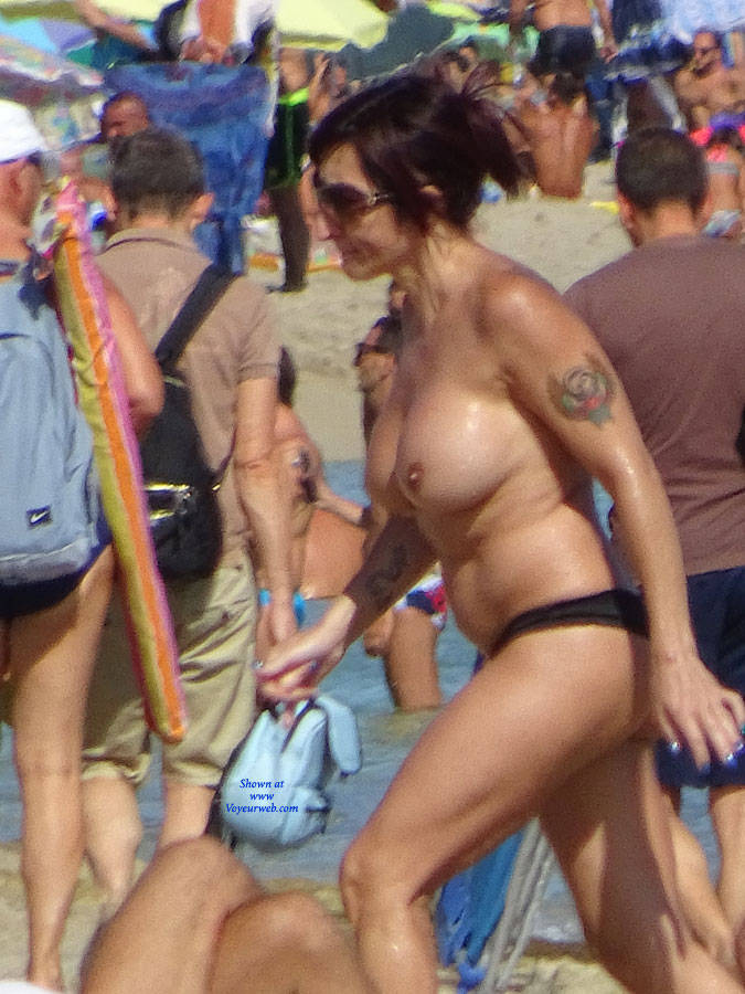 Pic #4 Topless Beach la Commenda Puglia Italy - Topless Girls, Big Tits, Brunette, Outdoors, Tattoos, Beach Voyeur