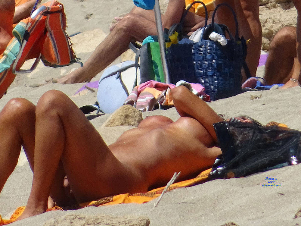 Pic #5 Topless Beach la Commenda Puglia Italy - Topless Girls, Big Tits, Brunette, Outdoors, Tattoos, Beach Voyeur
