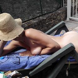In Piscina 2 - Nude Girls, Outdoors